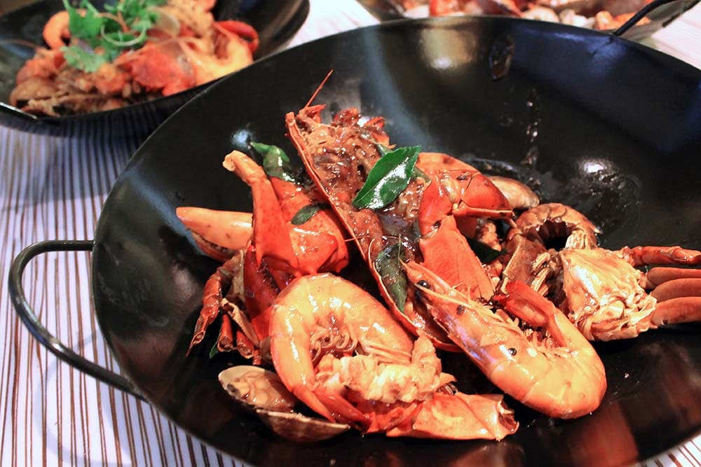 1-for-1-buffet-singapore-orchard-black-pepper-seafood-wok