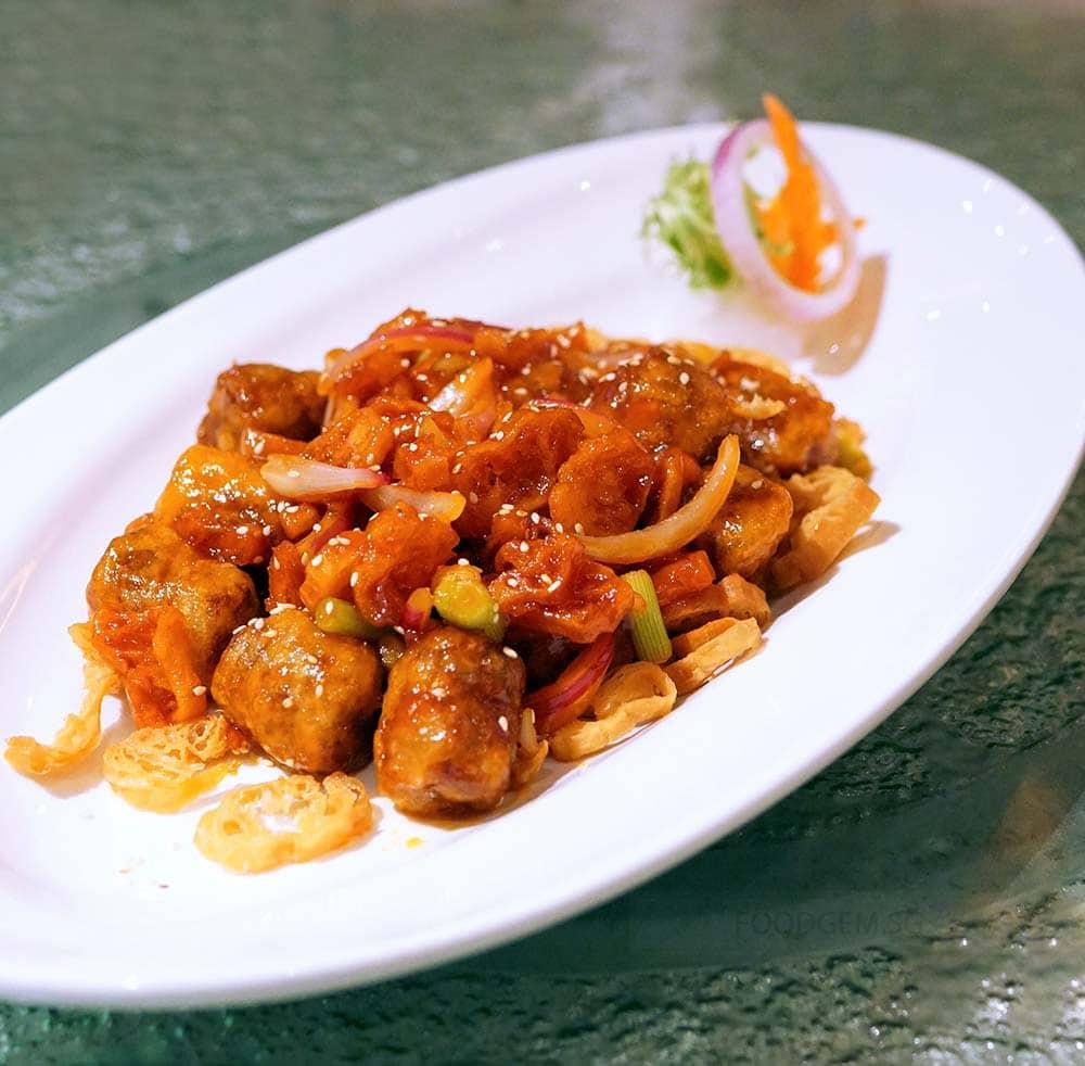 chui-huay-lim-teochew-cuisine-crispy-fried-pork-belly-and-water-chestnut-rolls
