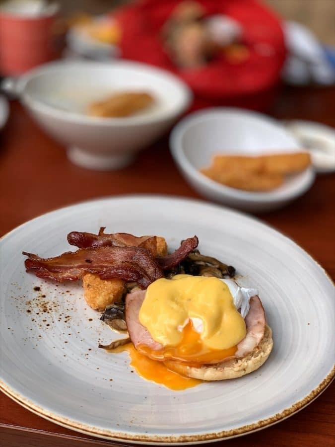 w-singapore-egg-benedict