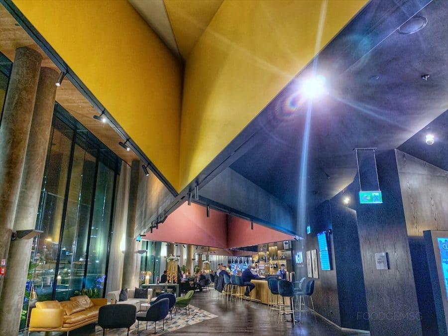 hotel-renaissance-warsaw-airport-concierge
